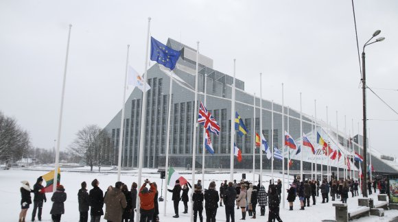 Flag hoisting ceremony. Photo: EU2015.LV
