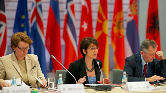 From left to right: Ms Mārīte Seile, Latvian Minister for Education and Science; Ms Marianne Thyssen, Commissioner for Employment, Social Affairs, Skills and Labour Mobility. Photo: EU2015.LV