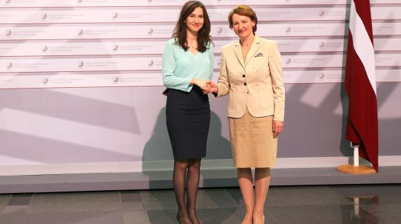 From left to right: Ms Aida Hadzialic, Minister for Uper Secondary School and Adult Education and Training of Sweden; Ms Mārīte Seile, Latvian Minister for Education and Science. Photo: EU2015.LV