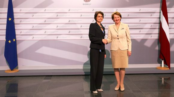 From left to right: Ms Marianne Thyssen, Commissioner for Employment, Social Affairs, Skills and Labour Mobility; Ms Mārīte Seile, Latvian Minister for Education and Science. Photo: EU2015.LV