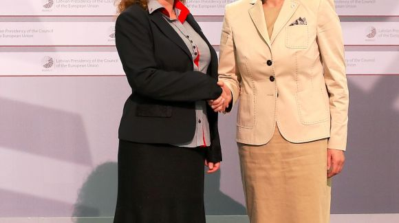 From left to right: Ms Romana Kanovska, State Secretary, Education Ministry of Slovakia; Ms Mārīte Seile, Latvian Minister for Education and Science. Photo: EU2015.LV