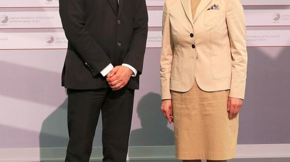 From left to right: Mr Srđan Verbić, Minister of Education, Science and Technological Development of Serbia; Ms Mārīte Seile, Latvian Minister for Education and Science. Photo: EU2015.LV