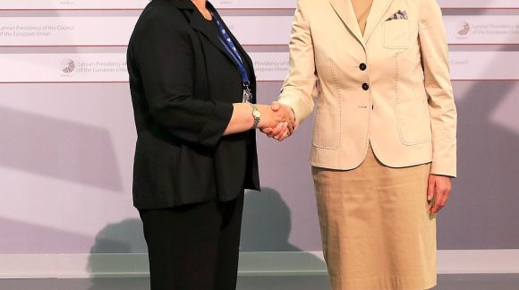 From left to right: Ms Madlen Serban, Director of European Training Foundation; Ms Mārīte Seile, Latvian Minister for Education and Science. Photo: EU2015.LV